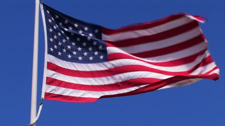bandeira americana : An American Flag blowing in the wind.