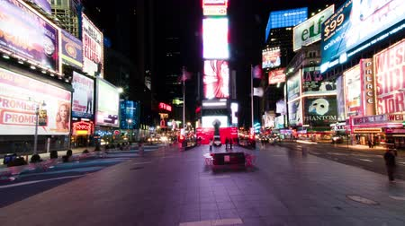 imparatorluk : Time lapse in Times Square with people walking around the plaza. Shot in New York City.