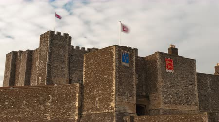 rytíř : Flags fly over Dover Castle in a time-lapse shot. Filmed in October 2011.