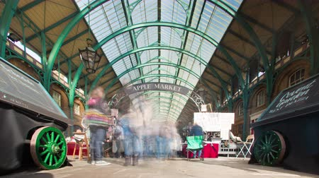 turistická atrakce : Time-lapse of Covent Garden as people are walking back and forth in London England. Filmed in October 2011. Dostupné videozáznamy