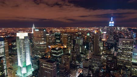 imparatorluk : New York cityscape time-lapse from the Rockefeller building. The Chrysler and Empire State Buildings are visible. Shot in New York City USA.