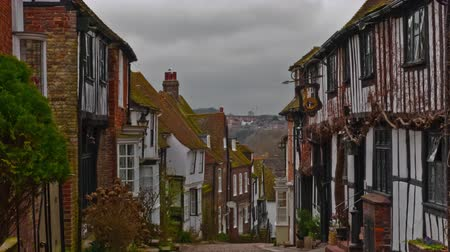 falu : Timelapse shot of Mermaid Street in Rye East Sussex. The shot shows a cobbled street cottages and some people.