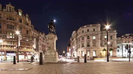 králové : Slider time-lapse of Big Ben seen from Charing Cross, looking down Whitehall. The equestrian statue of King Charles I is also seen. Filmed at night in London in October 2011. Dostupné videozáznamy