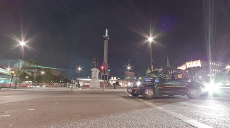 sütun : Tracking time-lapse of Nelsons Column filmed from the street at Charing Cross, London. Traffic is passing by around the roundabout. Filmed at night in October 2011.