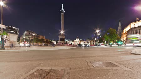 kolumna : Time-lapse shot in the evening of Nelsons column and the National Gallery in the background at Trafalgar Square in London, England. Filmed in October 2011. Wideo