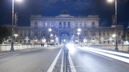 roma : Time-lapse shot of the Palace of Justice from the bridge at night. Shot in Rome
