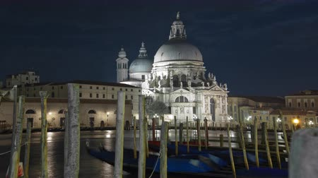 wenecja : Time-lapse at night of Santa Maria della Salute from Saint Marks Square. Shot in Venice,Italy