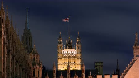 гот : Time-lapse of the Victoria Tower at Westminster Palace shot in the evening in London, England in October 2011. Стоковые видеозаписи