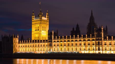 парламент : Time-lapse shot in the evening of Victoria Tower at the Westminster Palace in London, England. Filmed in October 2011.