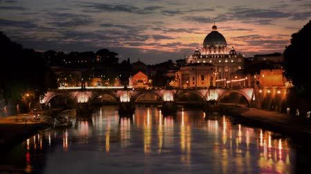 catedral : Sunset time-lapse of the Vatican City,from across the Tevere River. Shot in Rome,Italy
