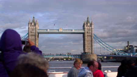 marynarka wojenna : Unidentified tourists on ship take pictures of Tower Bridge in London England. Filmed on October 11 2011. Wideo