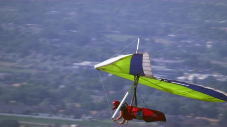 bezmotorové létání : Slow motion shot of a person hang gliding over the Sout Salt Lake valley near Point of the mountain in UT. Filmed with a high speed camera.