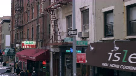 кирпич : Dolly shot of small businesses on a street in New York City. At the bottom of the frame there are people walking down the sidewalk. Стоковые видеозаписи