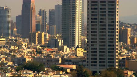 parecer : A closer shot of the Tel Aviv,Israel skyline going right to left from the southeast to the northeast. There was a little haze in the distance but it didnt seem to affect the focal point of the image. Shot with the Red One digital camera at 4k (4096 x 230