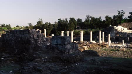 oszlopok : Dolly shot of ruins left from the Roman and Hellenistic occupation in Beit Shean,Israel. The colonnaded Palladius street can be seen in the background. Shot with the Red One digital camera at 4k 4096 x 2304 resolution. 02232011