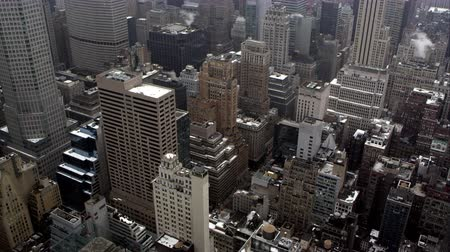 império : Static view looking down from rooftop to the buildings below in Manhattan. Stock Footage