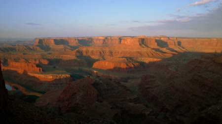 koń : Lookout over Dead Horse Point as sun rises over beautiful canyons, valleys, cliffs mesas and Green River below.
