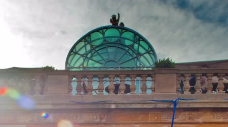 covent : Time-lapse of a big red building at Covent Garden in London, England. Filmed in October 2011. Cropped. Stock Footage