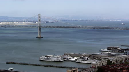 západ : Pan of San Franciscos Bay Bridge and buildings,San Francisco
