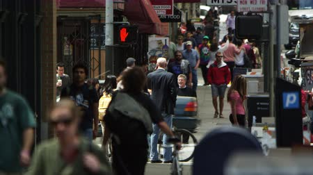Pedestrians walking in downtown San Francisco Stok Video