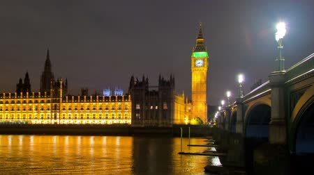 lampy : Time-lapse shot in the evening of Westminster, Big Ben and the bridge in London, England. Filmed in October 2011. Panning shot.