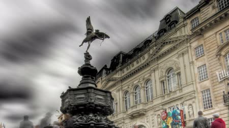 bronz : Highly tone mapped HDR time-lapse of people around the Shaftesbury Memorial at Piccadilly Circus in London. Cropped.