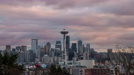 usa : Seattle, Washington - November, 2011: Time lapse looking toward downtown Seattle and the Space Needle at Sunset. Dostupné videozáznamy