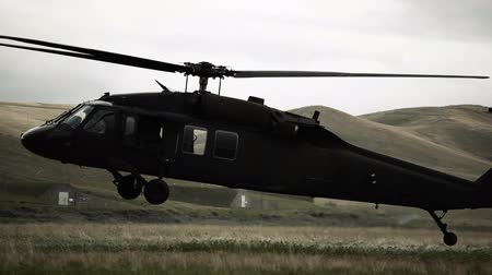 подготовке : Shot of Black Hawk helicopter landing in field. Green Beret United States Army Special Forces.