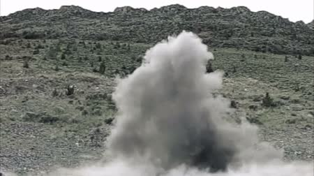 gyújtás : Large explosion; thick smoke cloud. Green Beret United States Army Special Forces.