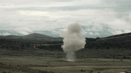 gyújtás : Large explosion with visible shockwave, and smoke drifting off. Green Beret United States Army Special Forces.