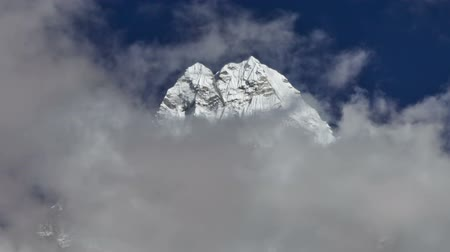 Time-lapse of clouds passing in front of a Himalayan peak. Cropped. Стоковые видеозаписи