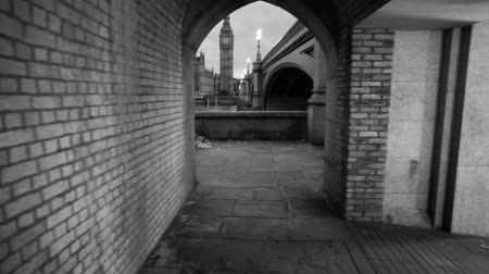 történelmi : A shot in the evening of an archway in a tunnel underneath the bridge that shows Big Ben in London, England. Filmed on October 9, 2011. Stock mozgókép