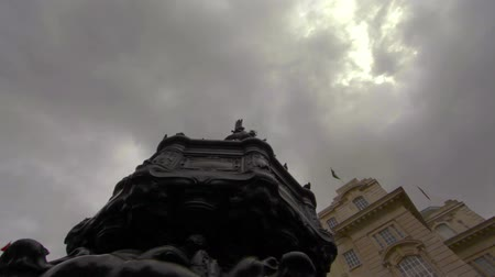 strzałki : Birds flying around and landing on the famous Eros statue at Piccadilly Circus in London, England on October 7, 2011.