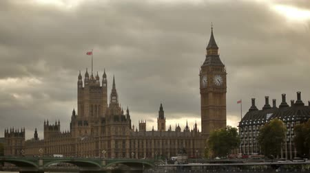 парламент : Westminster palace from across Thames River with dark storm clouds in background in London, England. Filmed on October 11, 2011.