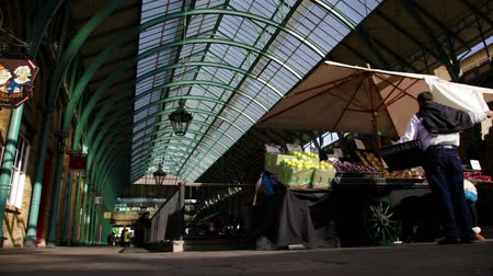 covent : A shot of Covent Garden in London, England. Stock Footage