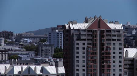 distorção : Static view overlooking buildings as the heat waves distort the view. Stock Footage