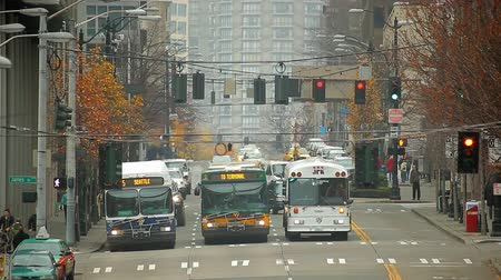 visitante : Seattle, Washington - November 2011: View of James Street and 5th Avenue intersection.