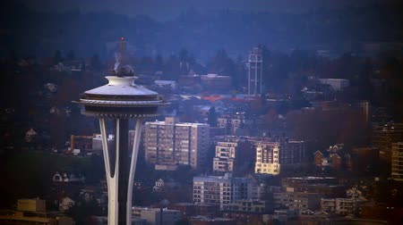 investimento : Seattle, Washington - November 2011: Zoomed view looking at the top of the Space Needle with vignette.