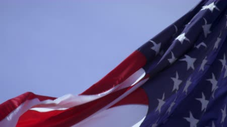 bandeira americana : This is a close up shot of the American flag that is rolling and waving in the wind. Vídeos
