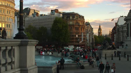 talapzat : Shot from Trafalgar Square in London with Big Ben seen in the distance at sunset. A fountain is seen as well as one of the base of Nelsons Column. Amazing color. Shot on October 7 2011.