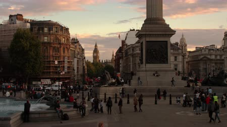 talapzat : Beautiful shot from Trafalgar Square in London with Big Ben seen in the distance. The base of Nelsons Column and a fountain are also visible. Amazing color. Shot on October 7 2011.