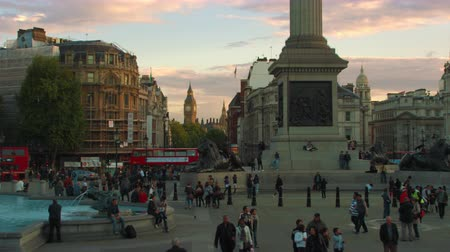 kolumna : Beautiful shot from Trafalgar Square in London with Big Ben seen in the distance. The base of Nelsons Column and a fountain are also visible. Amazing color. Shot on October 7 2011.