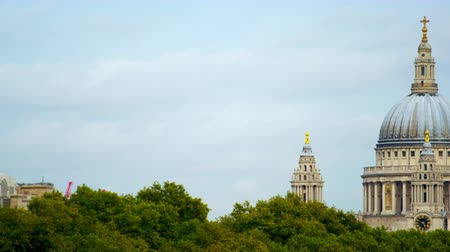aninhada : The camera moves from left to right revealing St. Pauls Cathedral that is nested between treetops. Captured on an overcast day October 10 2011.