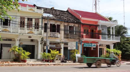 сбор винограда : Wide shot French colonial townhouses in Cambodia, some ruined and weathered, others restored and painted