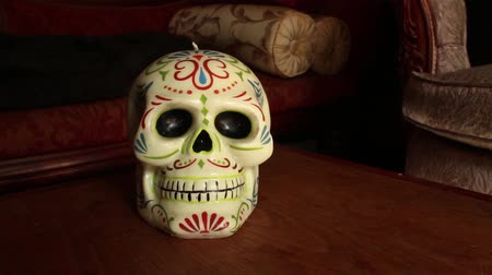 crânio : Mexican Skull Decorative Candle - Camera Dolly Into Skull