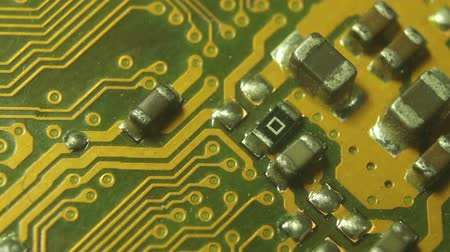 szilícium : Super 10x Macro Camera Dolly along a computer motherboard; start on the lower section then move diagonally to settle on a circuit cluster. Shot with special macro lenses, this shot demonstrates a dynamic view of the developments in technology.