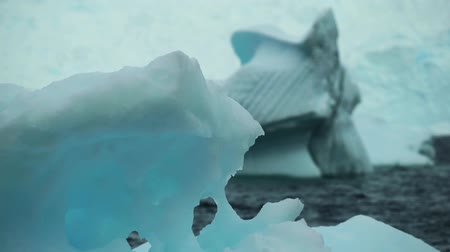 antártica : Close-up on the surface of an iceberg. Andreev.