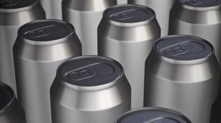karbonatlı : Looping pan over an array of aluminium cans.