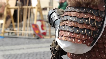 guarda costas : Stand up knight with protective leather gloves and armor. Stock Footage