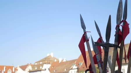 středověký : Spears and halberds with pennants towards the blue sky. Dostupné videozáznamy